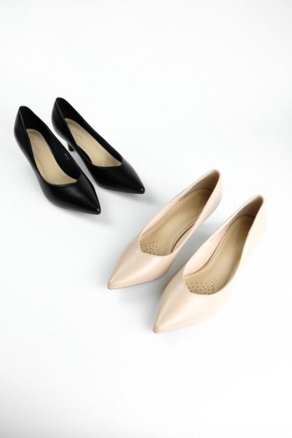 Chixxie V-Cut Pointed Toe Pumps in Black