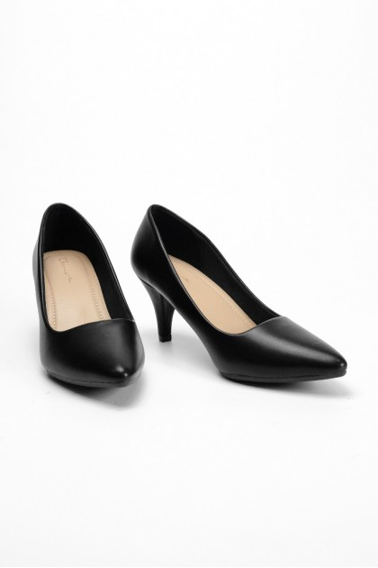 Chixxie Pointed Toe Pumps in Black